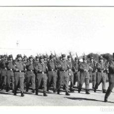 Militaria: SOLDADOS ESPAÑOLES EN FORMACIÓN. Lote 194632905