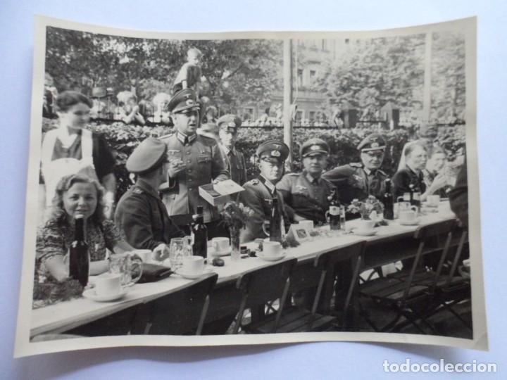 SOLDADOS WEHRMACHT BANQUETE CERVEZA (Militar - Fotografía Militar - II Guerra Mundial)