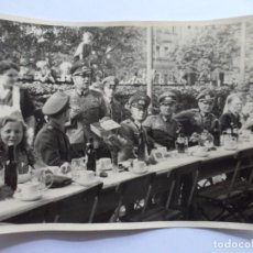 Militaria: SOLDADOS WEHRMACHT BANQUETE CERVEZA. Lote 194707398