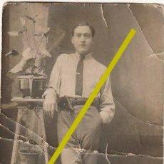 Militaria: FOTOGRAFIA DE UN MILITAR DE PAISANO CON PISTOLA EN EL CINTO FECHA 12 - 11 -1938 - -R-8. Lote 194728422
