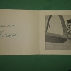 Militaria: TARJETA DE FELICITACIÓN CON FOTOGRAFÍA Y DEDICATORIA Y FIRMA DE JUAN CARLOS I PILOTANDO AVIÓN. Lote 194748935