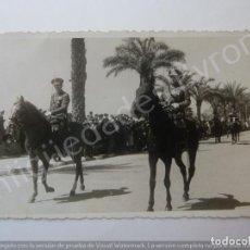 Militaria: FOTOGRAFÍA ANTIGUA. DESFILE MILITAR. FOTÓGRAFO A. VEGA. TETUÁN 1944 (13,5 X 8,5 CM). Lote 194783108