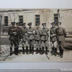 Militaria: FOTOGRAFÍA ANTIGUA. OFICIALES EJERCITO ESPAÑOL. (13,5 X 8,5 CM). Lote 194783308