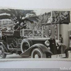 Militaria: FOTOGRAFÍA ANTIGUA. DESFILE MILITAR. LABORATORIO MANOLO. TETUÁN 1945 (13,5 X 8,5 CM). Lote 194783385