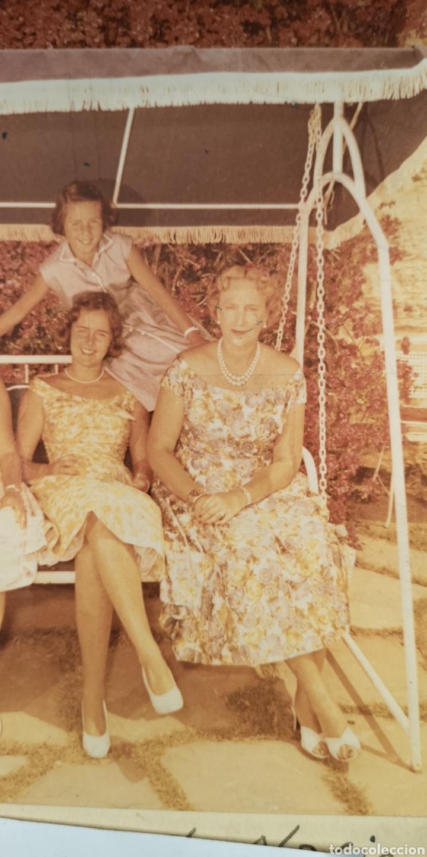 Militaria: Fotografía de María Cristina de Borbón y sus hijas, año 1958, dedicada autografiado - Foto 3 - 194871031