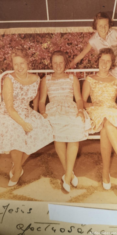 Militaria: Fotografía de María Cristina de Borbón y sus hijas, año 1958, dedicada autografiado - Foto 4 - 194871031