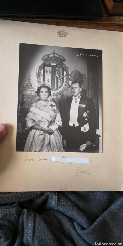 FOTOGRAFÍA DE LOS CONDES DE BARCELONA MARÍA CRISTINA Y DON JUAN AÑO 1956 FIRMADA Y DEDICADA (Militar - Fotografía Militar - Otros)