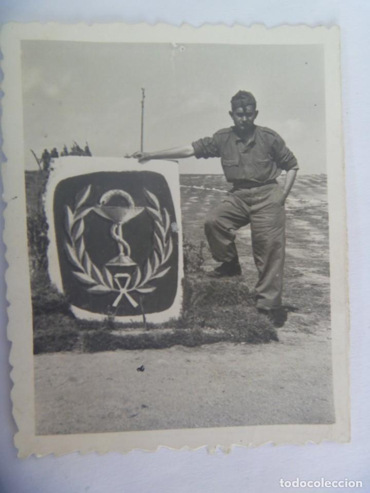 FOTO DE MILITAR Y MONOLITO DEL CUERPO DE FARMACIA (Militar - Fotografía Militar - Otros)