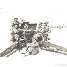 Militaria: MILITARES ESPAÑOLES CON PIEZA DE ARTILLERÍA. Lote 194910927