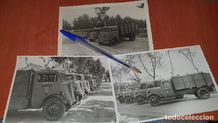 FOTOGRAFIAS DE FLOTILLA CAMIONES CAT, USADOS PARA EL TRANSPORTE DE CARTILLAS DE RACIONAMIENTO (Militar - Fotografía Militar - Otros)