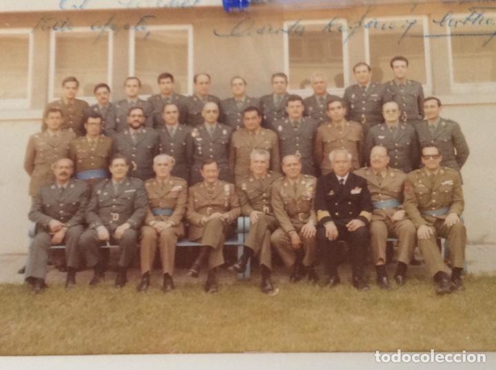 FOTOGRAFÍA DE LOS PARTICIPANTES DEL 23 F DURANTE EL JUICIO DEDICADA POR UNO DE SUS INTEGRANTES (Militar - Fotografía Militar - Otros)