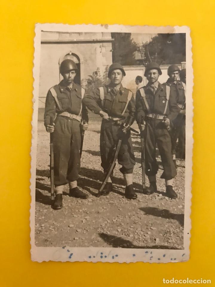FANO ITALIA. MILITAR FOTOGRAFÍA GRUPO DE SOLDADOS TRAS LA II GUERRA MUNDIAL (OCTUBRE DE 1945) (Militar - Fotografía Militar - II Guerra Mundial)