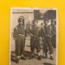 Militaria: FANO ITALIA. MILITAR FOTOGRAFÍA GRUPO DE SOLDADOS TRAS LA II GUERRA MUNDIAL (OCTUBRE DE 1945). Lote 195148701