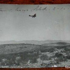 Militaria: FOTOGRAFIA DE LA GUERRA DEL RIF, 2 DE OCTUBRE DE 1921, AVANCE HACIA SEBT, AEROPLANO MILITAR, TAMAÑO . Lote 195168880