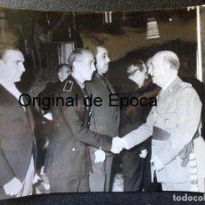 Militaria: (JX-200258)FOTOGRAFÍA DE D.FRANCISCO FRANCO,JEFE DEL ESTADO ESPAÑOL,SALUDA A D.LUYS DE SANTA MARINA. Lote 195347531