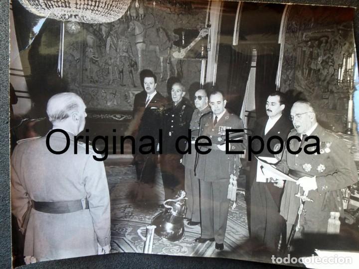 (JX-200259)FOTOGRAFÍA D.FRANCISCO FRANCO,JEFE DEL ESTADO ESPAÑOL CON D.LUYS DE SANTA MARINA (Militar - Fotografía Militar - Otros)