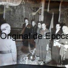Militaria: (JX-200259)FOTOGRAFÍA D.FRANCISCO FRANCO,JEFE DEL ESTADO ESPAÑOL CON D.LUYS DE SANTA MARINA. Lote 195347662