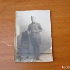 Militaria: FOTOGRAFIA ANTIGUA DE MILITAR -BADAJOZ. Lote 195418632