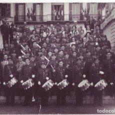 Militaria: GRAN FOTOGRAFÍA 23 X 16,7 CM - BANDA DE MÚSICA MILITAR - EJERCITO ¿AUSTRIACO? - AÑOS 40-50. Lote 195425060