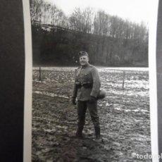 Militaria: SOLDADO DE LA WEHRMACHTJUNTO A COLINA EN LAS PRIMERA NIEVES. AÑOS 1939-45. Lote 195574675