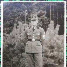 Militaria: MILITAR CON ESVÁSTICA EN EL BRAZO - ( 1939 - 1945) - ESCRITA - PJRB. Lote 196547706