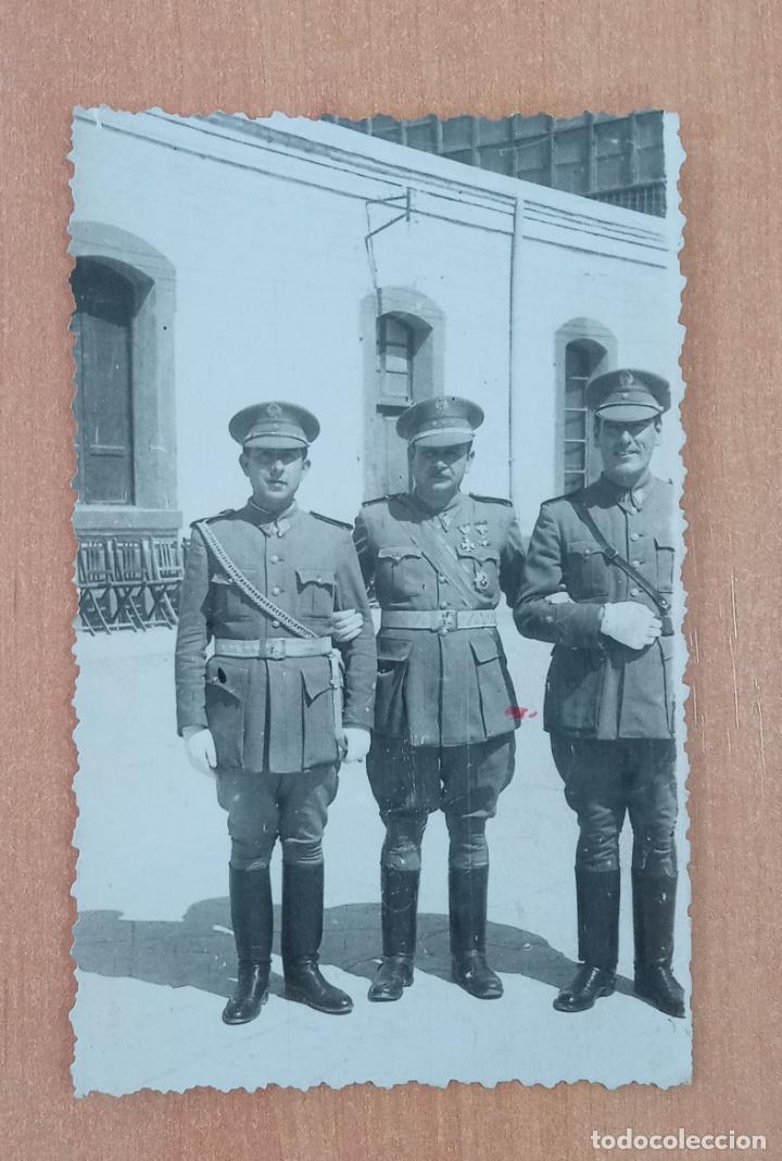 ANTIGUA FOTOGRAFÍA MILITAR. MILITARES DE ALTO RANGO. FECHADA EN 1944 (Militar - Fotografía Militar - Otros)