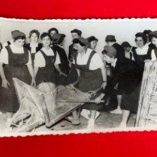 Militaria: FOTO SECCIÓN FEMENINA 14X9 CM. Lote 197852183