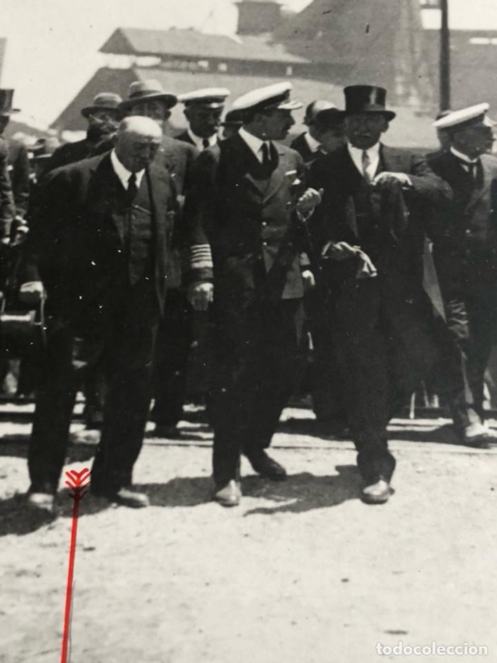 Militaria: Antigua fotografía original, Alfonso XIII y don ramon de la sota - Foto 2 - 197905291