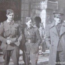 Militaria: FOTOGRAFÍA ALFÉRECES PROVISIONALES DEL EJÉRCITO NACIONAL. BRIGADAS NAVARRAS BILBAO. Lote 198026648