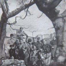 Militaria: FOTOGRAFÍA OFICIALES DEL EJÉRCITO NACIONAL. ALDEA DEL OBISPO 1937. Lote 198358165