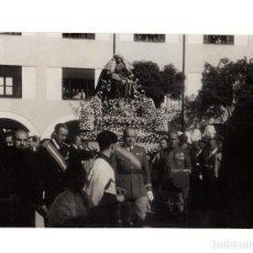 Militaria: GENERAL VARELA, ASISTIENDO PROCESIÓN VIRGEN DE ÁFRICA. FOT. CORTÉS.15X11.. Lote 198529693
