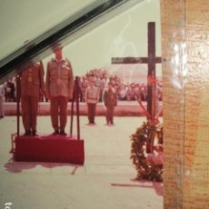 Militaria: ANTIGUA FOTO ALTOS MANDOS HOMENAJE A SOLDADOS GUERRA CIVIL MELILLA ANTE CRUZ. Lote 198691782