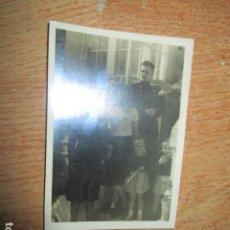 Militaria: ANTIGUA FOTO FALTO MANDO EN FAMILIA GUERRA CIVIL MELILLA EN CASA CUARTEL. Lote 198728996