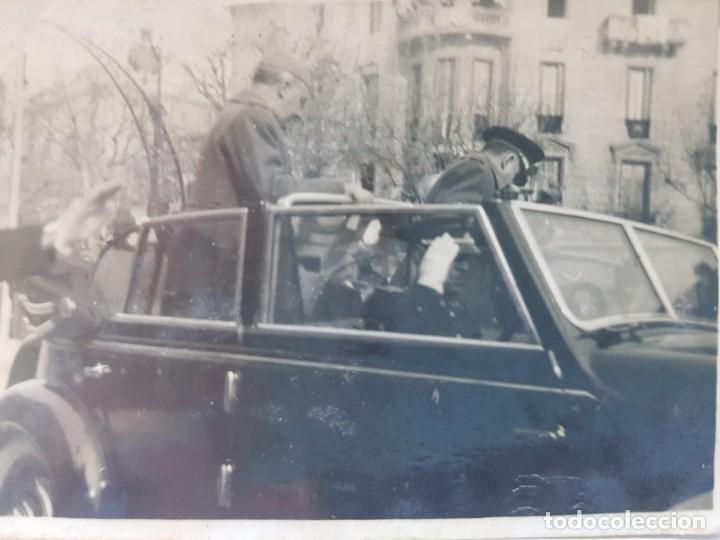 FOTOGRAFÍA DE FRANCO DESFILE EN COCHE EN DISTRACCION ÚNICA (Militar - Fotografía Militar - Guerra Civil Española)