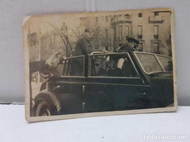 Militaria: Fotografía de Franco desfile en Coche en Distraccion Única - Foto 2 - 199124185