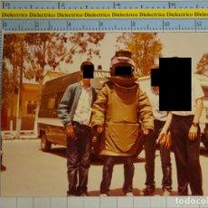 Militaria: FOTO FOTOGRAFÍA DE LA GUARDIA CIVIL - MILITAR. DÍA FUERZAS ARMADAS ? NIÑO TEDAX FURGONETA. 2533. Lote 199524823