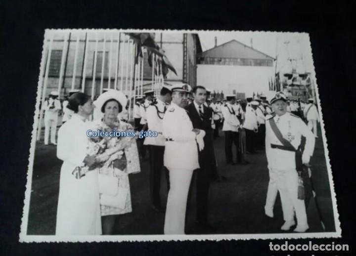 Militaria: 4 FOTOGRAFIAS OFICIALES DEL GENERAL FRANCISCO FRANCO - LANZAMIENTO DEL BUQUE BALEARES - Foto 4 - 160508926