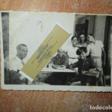 Militaria: LOS ALCAZARES SAN JAVIER CONDUCTOR PILOTO EN GARAJE GUERRA CIVIL 1938 HACIENDO CINE EL RELICARIO. Lote 202505002