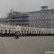 Militaria: COMPAÑIA DE LA WEHRMACHT FORMADA EN EL PATIO DE SU CUARTEL. VERANO DE 1937. Lote 202791856