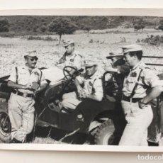 Militaria: FOTOGRAFÍA DE MANDOS MILITARES EN MANIOBRAS DE LA ACADEMIA DE INFANTERÍA DE TOLEDO. AÑOS 60. Lote 203521395