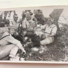 Militaria: FOTOGRAFÍA MANDOS MILITARES EN UN DESCANSO DE MANIOBRAS DE ACADEMIA DE INFANTERÍA DE TOLEDO. AÑOS 60. Lote 203522538