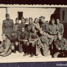 Militaria: FOTOGRAFIA TROPA INFANTERIA GORRILLOS PLATANO MITAD S XX 6X7,5CMS. Lote 203881887