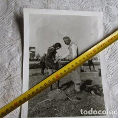 Militaria: FOTO ANTIGUA PARACAIDISTA ALEMANA SEGUNDA GUERRA MUNDIAL CIVIL EXHIBICION. Lote 204492470