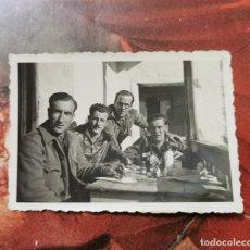 Militaria: GUERRA CIVIL, ANTIGUA FOTOGRAFIA SOLDADOS DEL BANDO NACIONAL, 85X60MM. Lote 204649081