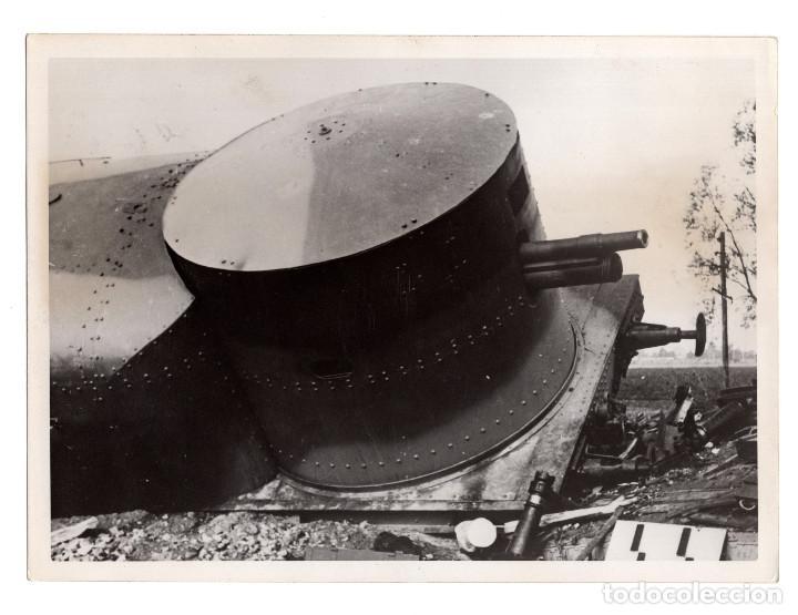 TREN BRINDADO DESTRUIDO POR BOMBA. 18X13. (Militar - Fotografía Militar - II Guerra Mundial)