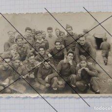Militaria: FOTO DE SOLDADOS DE ARTILLERÍA, AÑOS 50 - 60, 10 X 7 CM. Lote 205272718