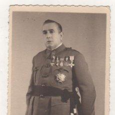Militaria: FOTOGRAFÍA TAMAÑO POSTAL MILITAR ALTA GRADUACIÓN UNIFORME CON SU FIRMA CEUTA 1941 CALATAYUD FOTO. Lote 206269018