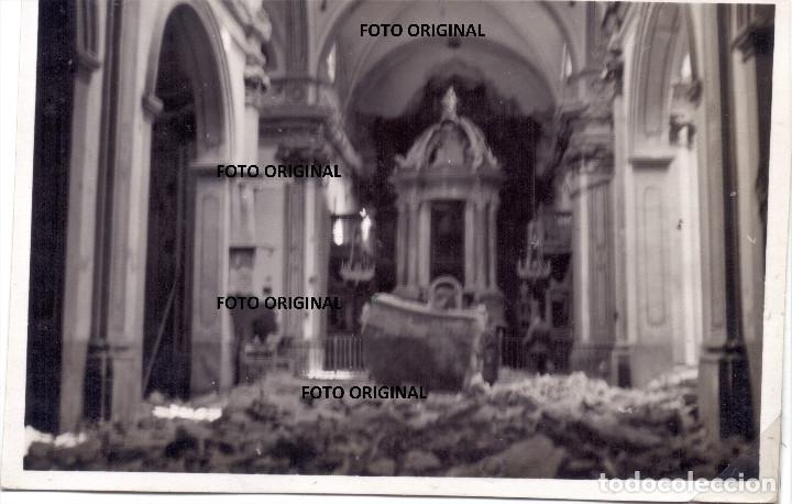 OFICIAL LEGION CONDOR VIENDO DESTROZOS IGLESIA TERUEL O ALREDEDORES GUERRA CIVIL 1938 (Militar - Fotografía Militar - Guerra Civil Española)