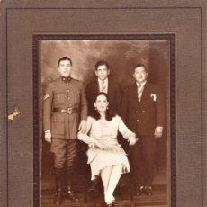 Militaria: FOTO DE ESTUDIO SOBRE PASPARTOUT DE SUBOFICIAL ARGENTINO CON FAMILIA, DATADA 1930 - CLC. Lote 206485445