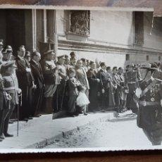 Militaria: FOTO DESFILE GUATDIA CIVIL Y AUTORIDADES 1949 UBEDA BARAS. Lote 206756701